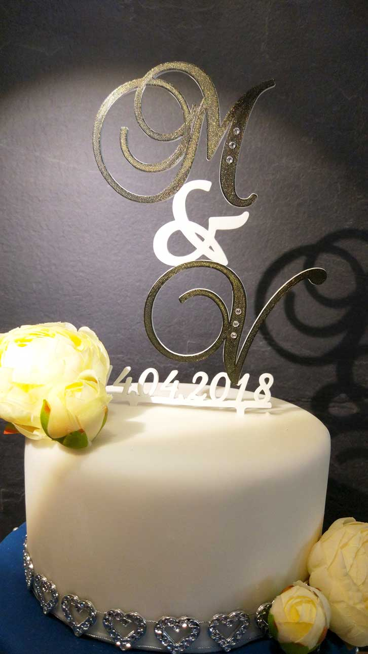 Ozdobný svadobný zápich s iniciálmi