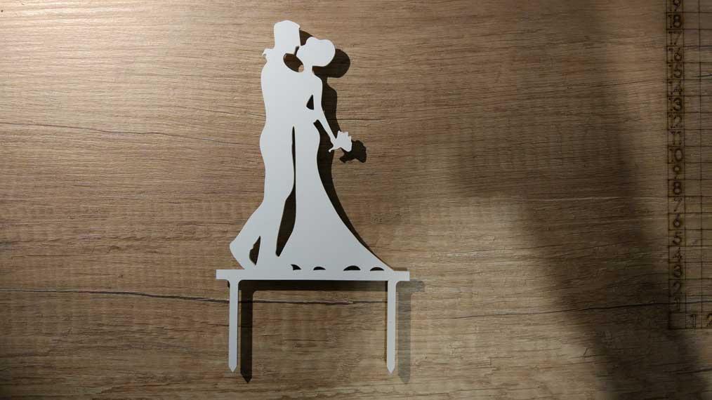 Zápich - svadobná silueta mladomanželov